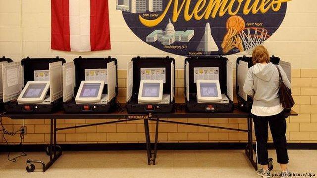 یک ماشین رأی گیری در آمریکا در ملأ عام هک شد!